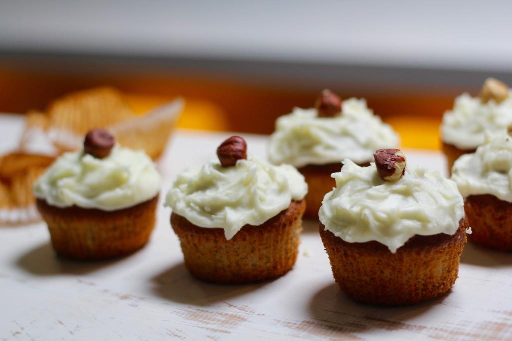 Baby hazelnut cakes