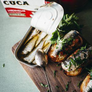 Sardinillas Baby sardines on toast with tomato